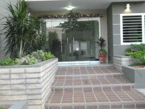 Apartamento en Maracaibo Zulia,Avenida Milagro Norte REF: 17-568