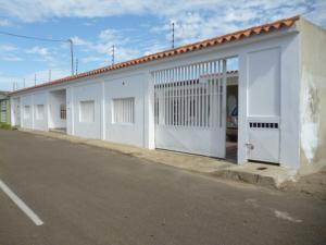 Casa en Punto Fijo Falcon,Puerta Maraven REF: 17-742