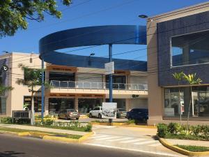 Comercial en Maracaibo Zulia,Avenida Milagro Norte REF: 17-831