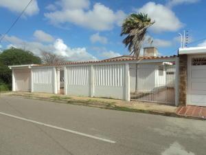 Casa en Punto Fijo Falcon,Los Caciques REF: 17-842